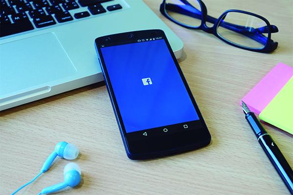 celular-facebook